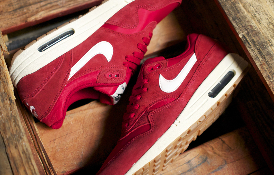 ... nike air max 1 essential gym red; olympus digital camera ...